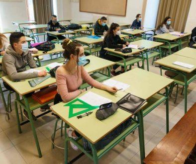 studenten met mondkapjes